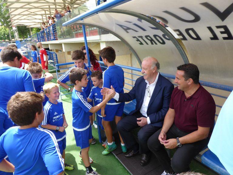 Vicente del Bosque clausura su campus de fútbol en La Nucía