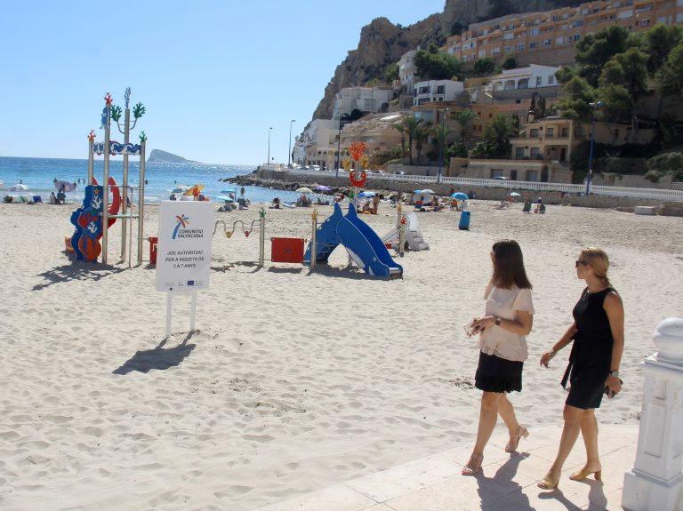 La playa de Poniente cuenta con una nueva zona infantil