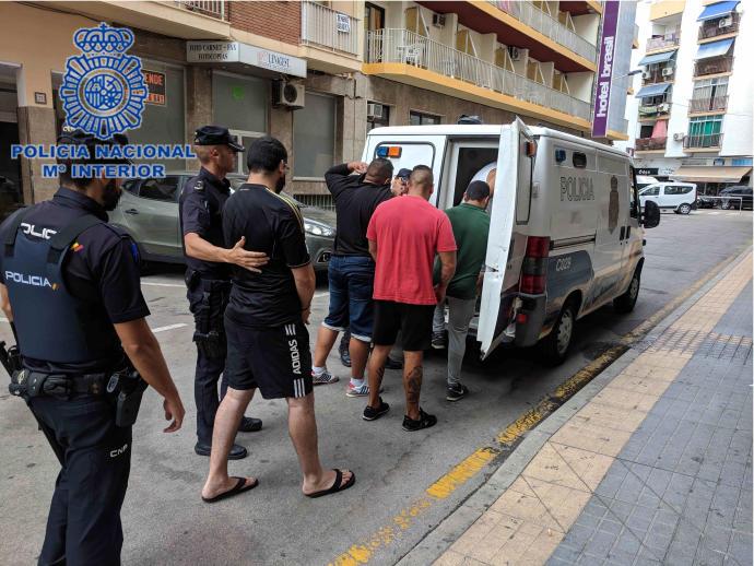La Policía detiene a tres jóvenes que acababan de robar en un pub