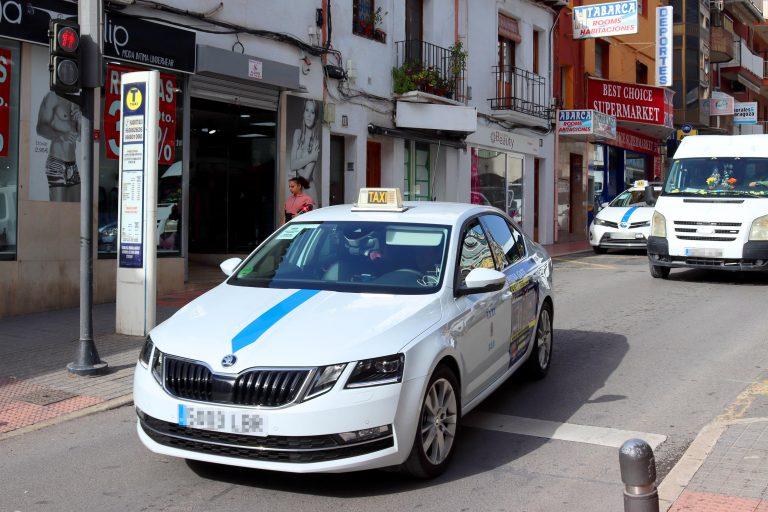 Los taxis de la Marina Baixa incrementan sus tarifas tras seis años con los precios congelados y suma algunas novedades