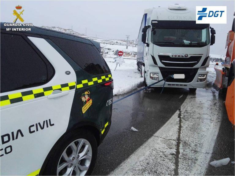 Un herido al volcar un camión en la AP-7 entre Altea y Benidorm