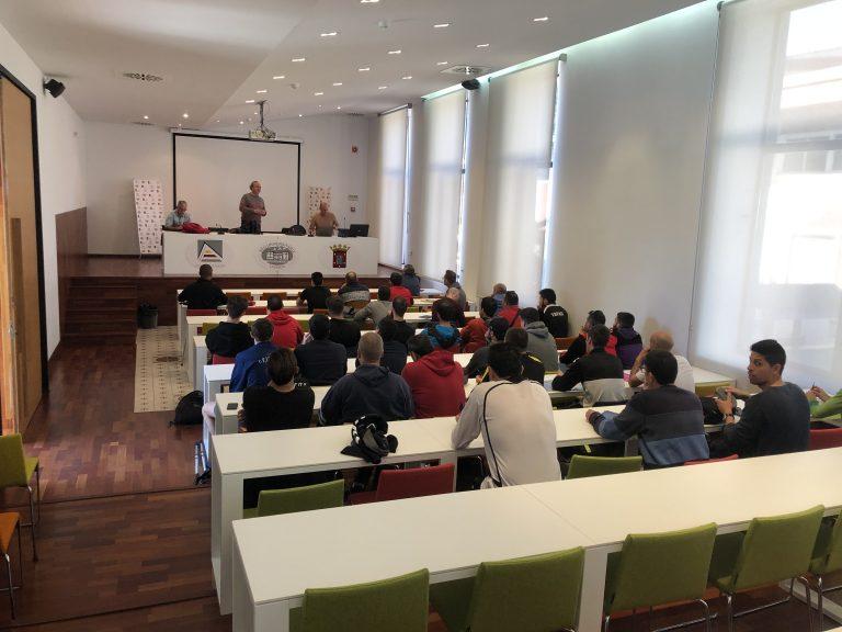 58 alumnos participan en los Cursos de Entrenador de Fútbol de La Nucía