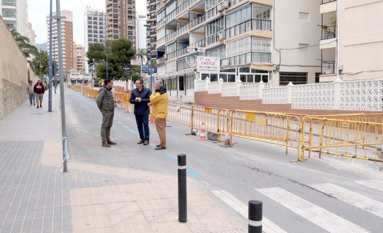 Benidorm renueva las aceras y servicios de la calle Finestrat