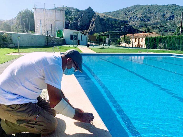 El Ayto de Confrides / L'Abdet abre la piscina municipal con seguridad sanitaria