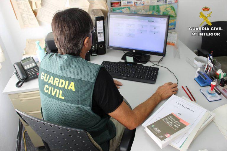 La Guardia Civil destapa una estafa de venta de permisos de conducir falsos
