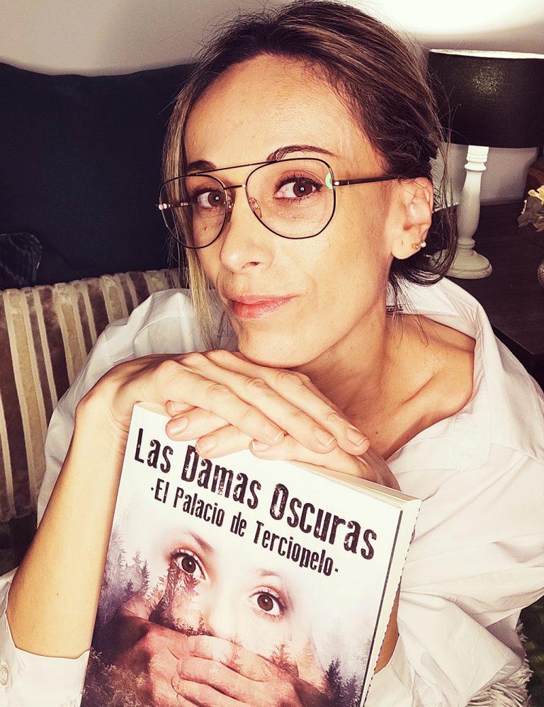 «Las Damas Oscuras» de la alicantina Mª José Marcos, novela urbana del momento