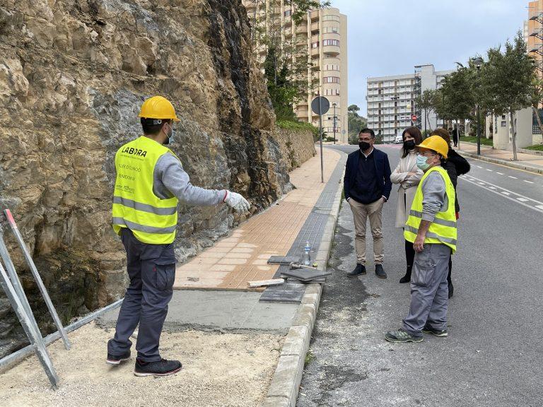 Personal del Taller de Empleo 'Benidorm IX' mejoran la parte alta del Rincón de Loix