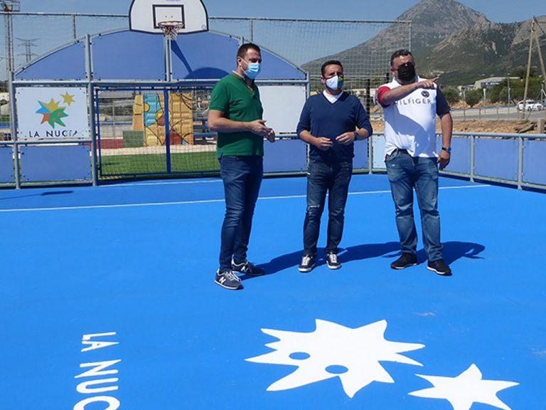 La Nucía renueva el suelo de sus pistas de fútbol y basket 3 en el Camilo Cano