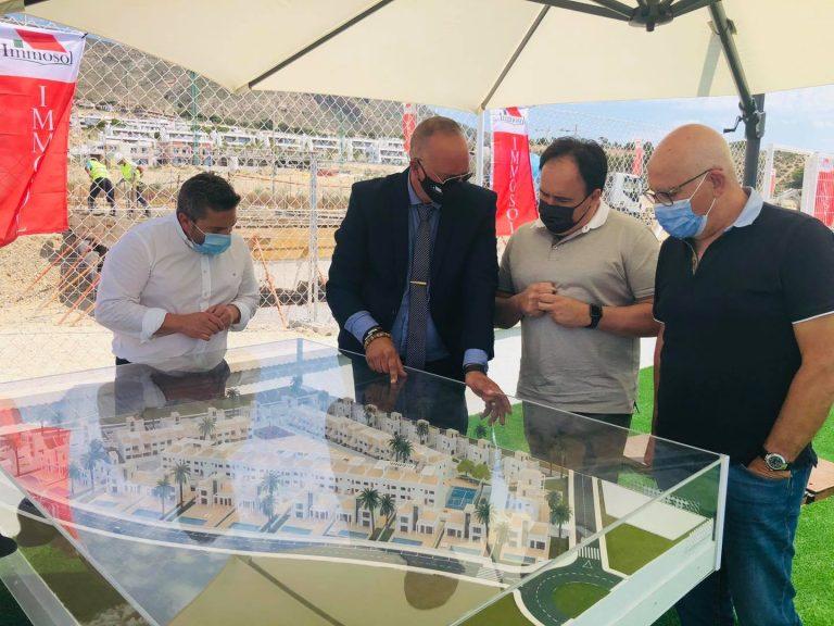 El Alcalde de Finestrat asistió al acto de inicio de obras de viviendas de Inmosol