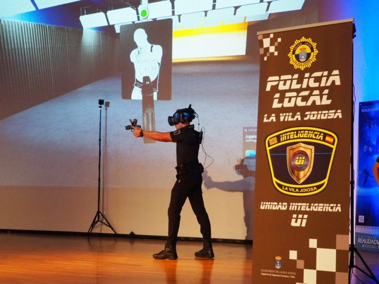 Vila Joiosa presenta la herramienta OCTOPUS de entrenamiento virtual para la Policía Local